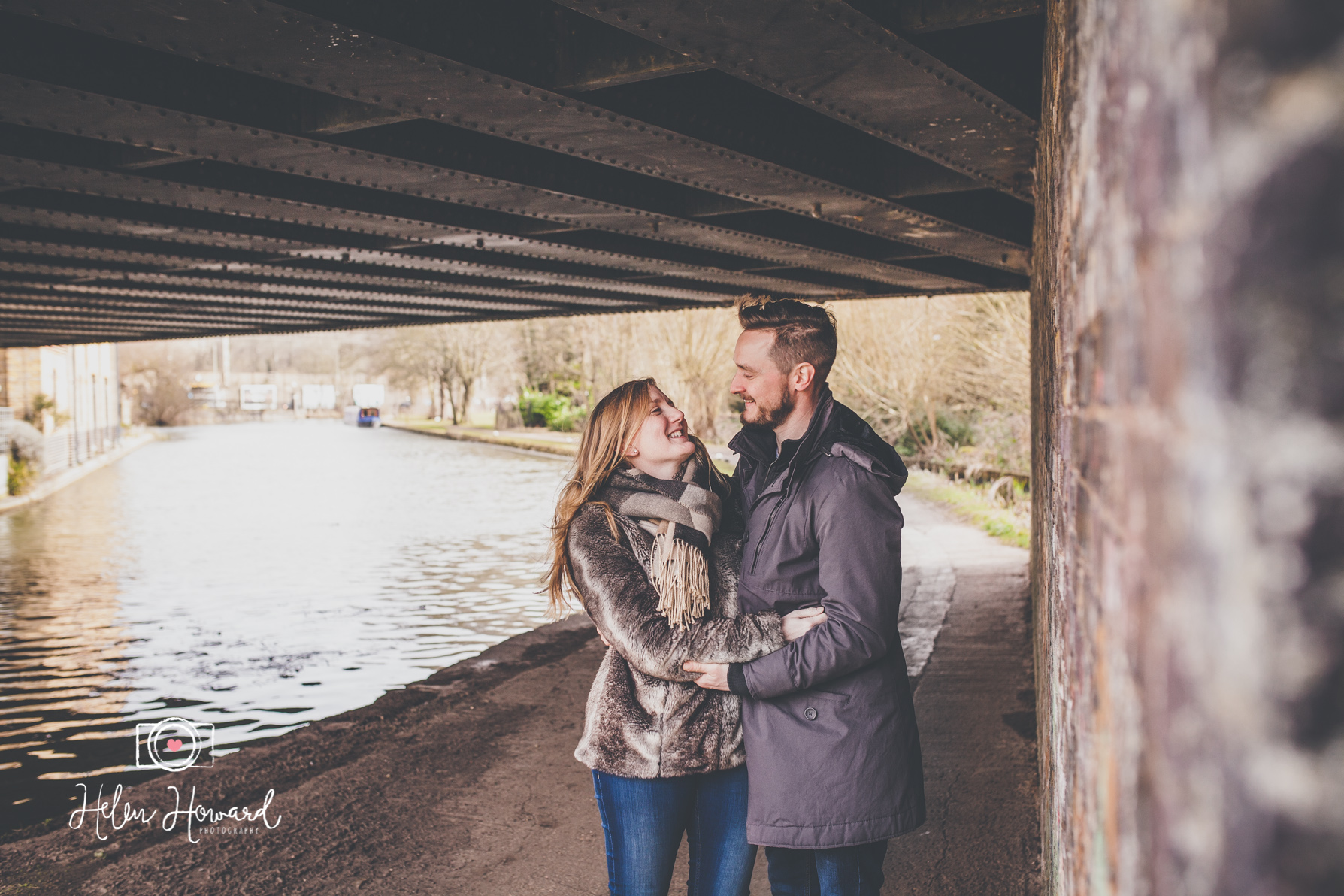 Couples engagement shoot by the Grand Union Canal in Berkhamsted by Helen Howard Photography