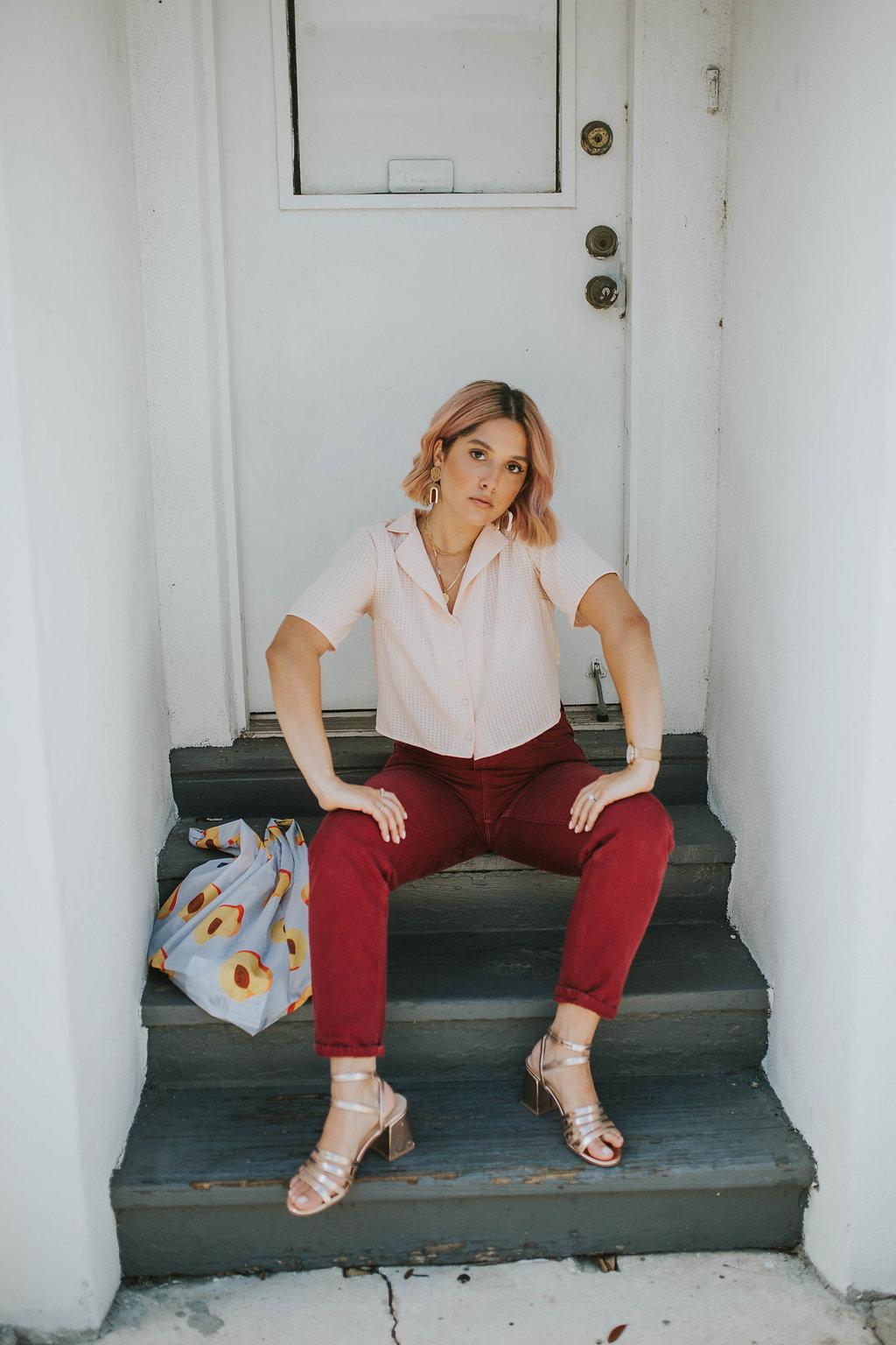Bag:  Baggu Peach Reusable Bag | Shoes: Forever 21 | Top: Forever 21 | Jeans: Zara