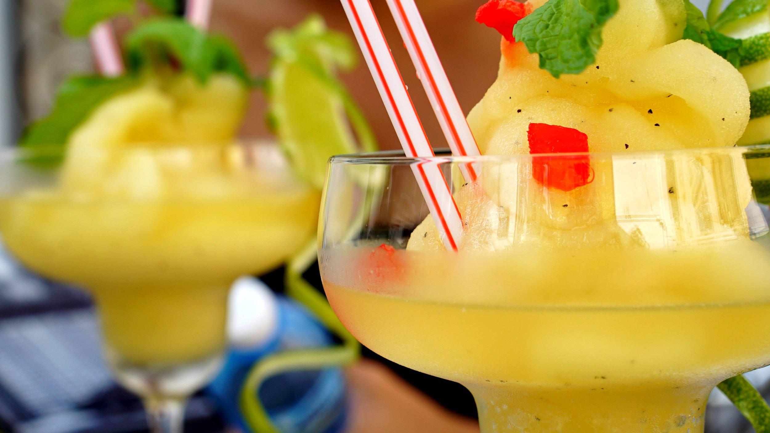 Bianca Jeanty Hit Cuba - Drinks at El Del Frente Mojiti Daquiri.jpg