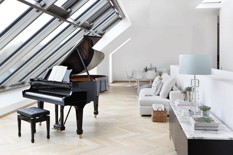 Modern_Home_UK_Retouched_Model_M_Sjpg