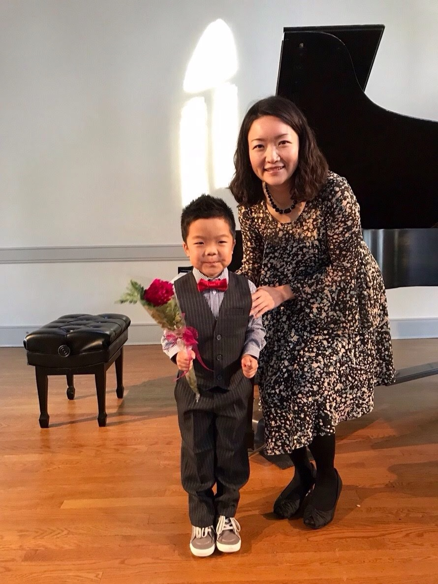 Piano Recital for Young - Live piano performance opportunity is memorable and valuable for your little pianist. The students develop confidence in playing for others, and enjoy performing solo as well as duet with Kozue or their parents / siblings at the recital.