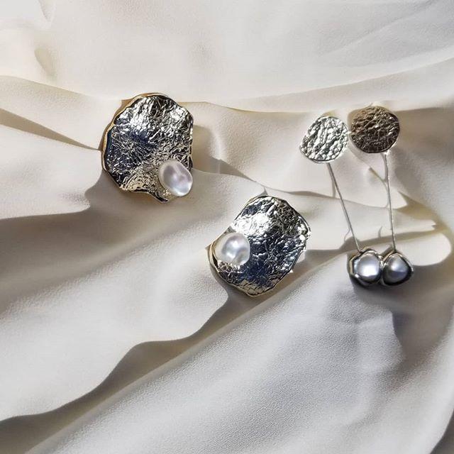 Available online @thirteenthstudio . . . . . #silverjewelry #bespokejewelry #slowfashion#earrings#sterlingsilver#shopsmall#coolearrings #artdirection #bosswomen#femme #naturallightphotography #emergingdesigner#coolgirl #outfitoftheday #outfitoftheday#jewelry#jewellery#handmade#minimalexperience#unlimitedminimal#mindtheminimal#vogue#minimalist#minimalove#keepitsimple #editorial #womenswear #귀걸이 #예뻐요