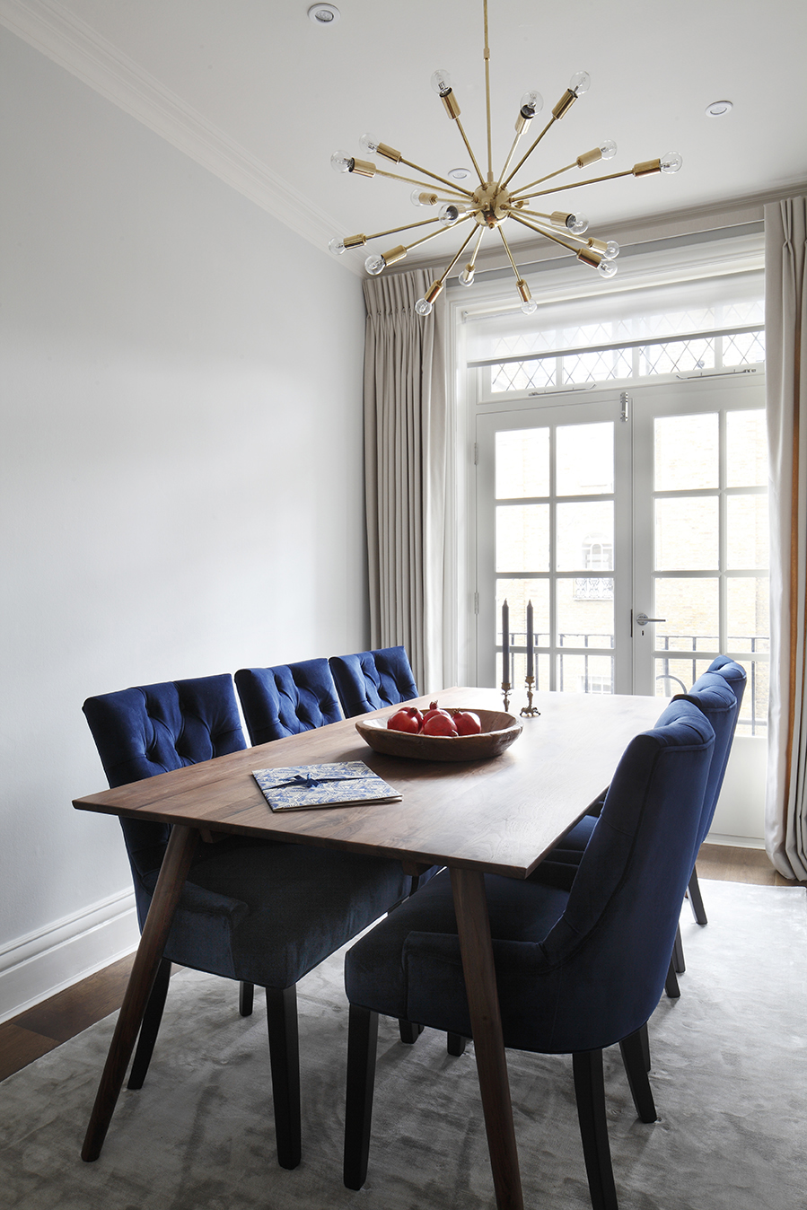 NW1 - Dining room - Displaying the dining table & sputnik light - LO.jpg