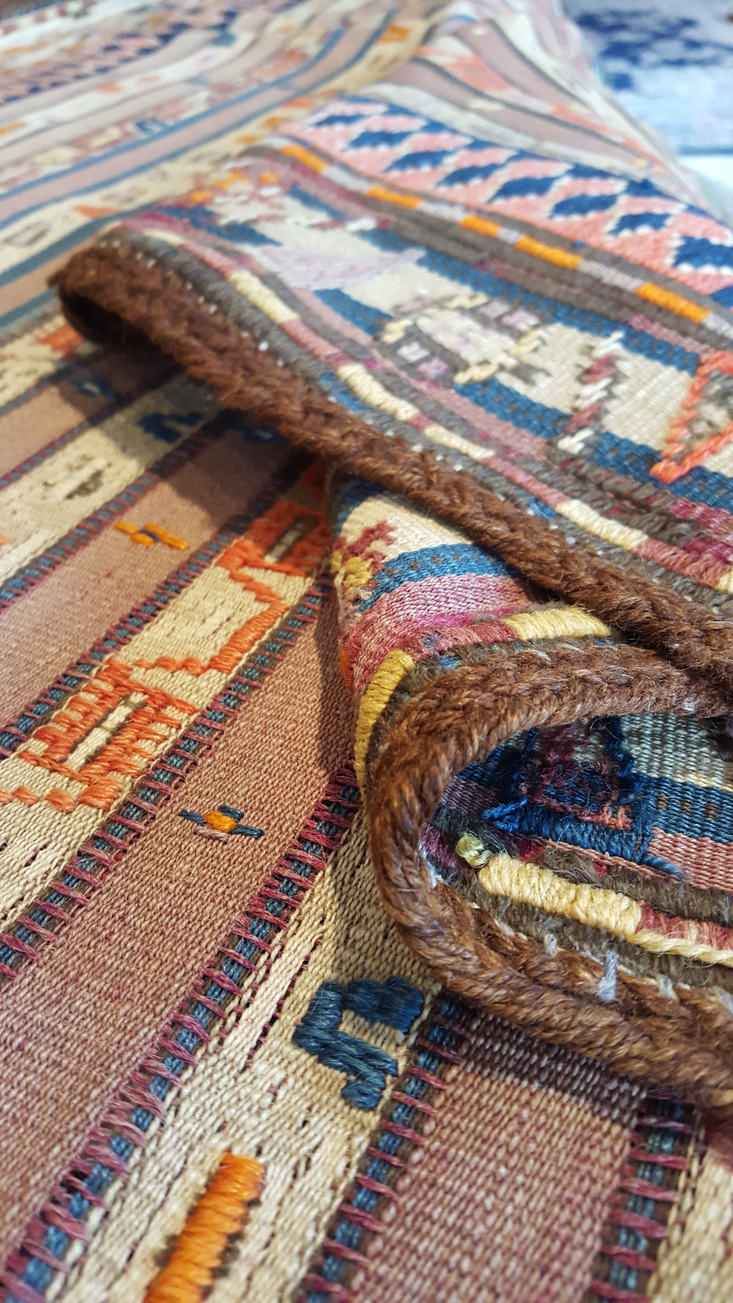 Antieke Sumak met prachtige kleuren