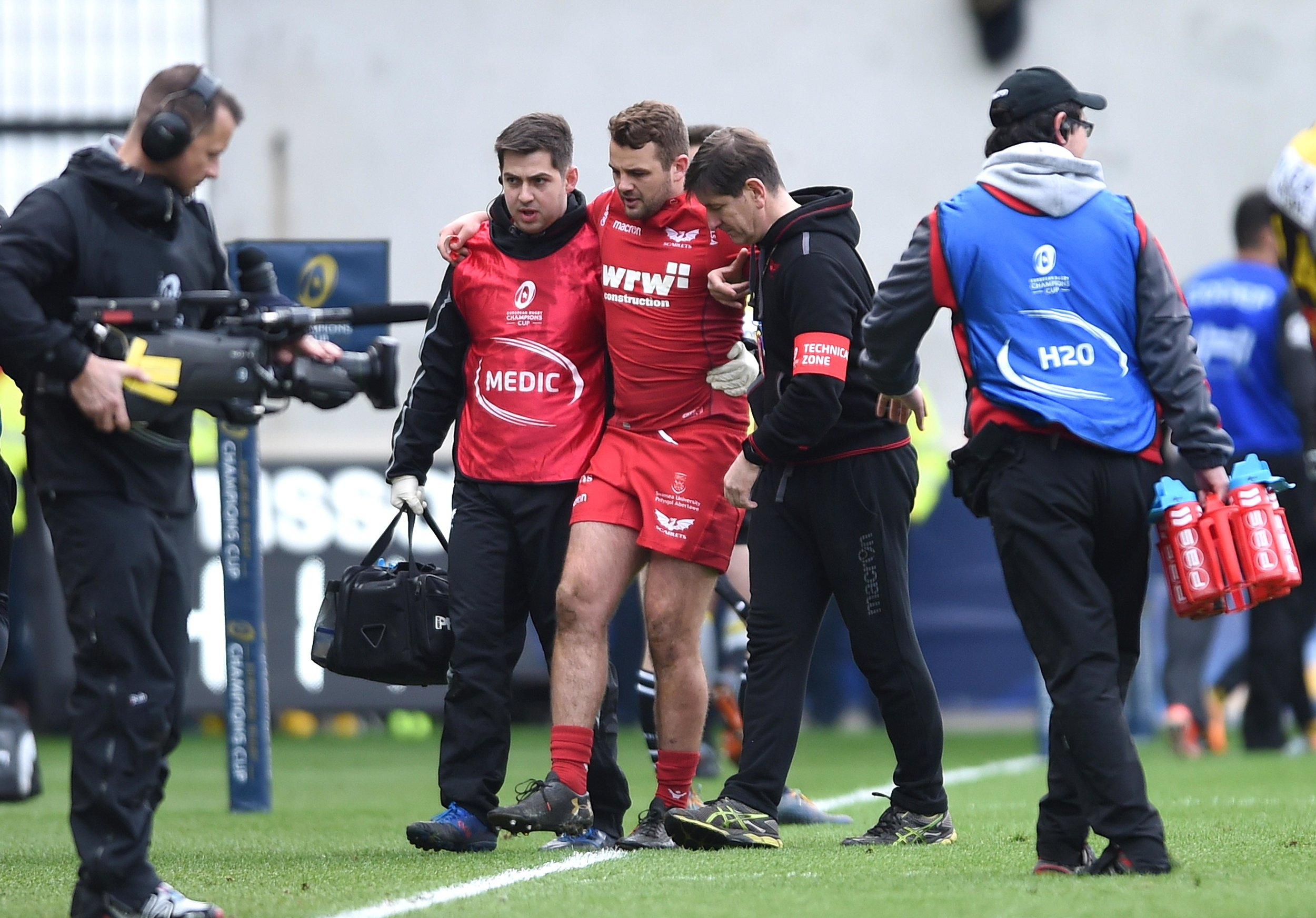 Paul Asquith of Scarlets leaves the field after being injured against La Rochelle