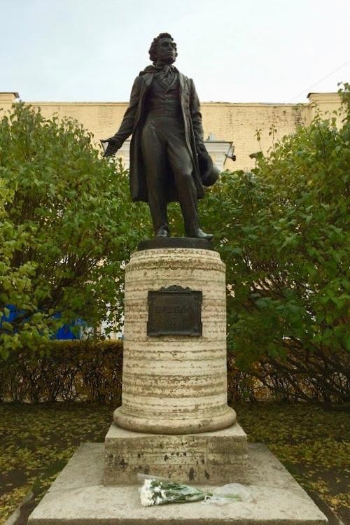 Alexander Pushkin Statue 2.jpg