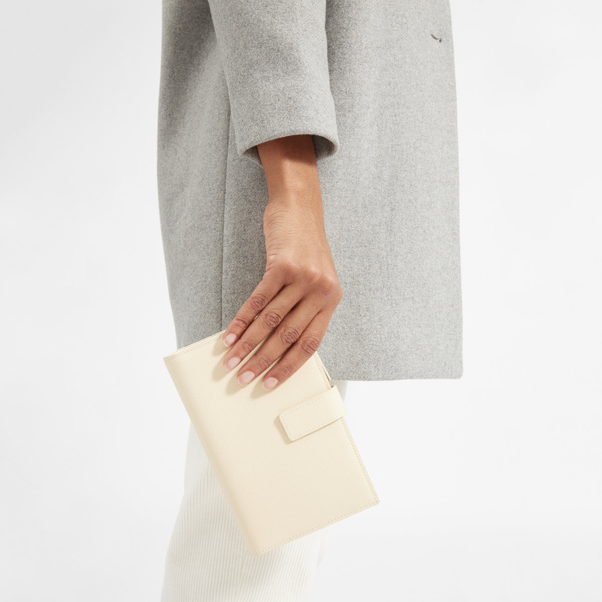Everlane travel wallet.jpg