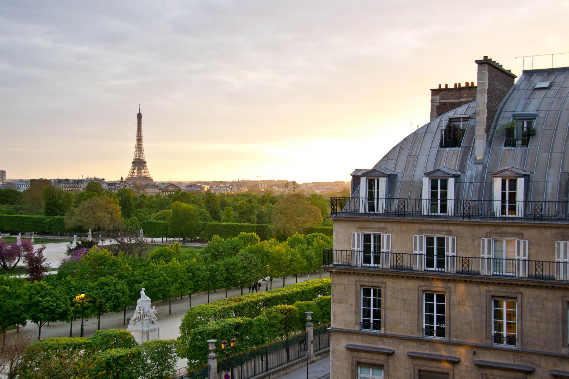With a view of the le Tour Eiffel, s'il vous plaît!