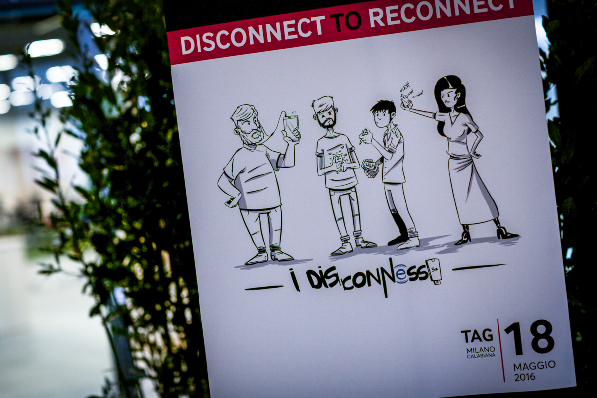 I Dis/Connessi danno benvenuto agli ospiti dell'evento