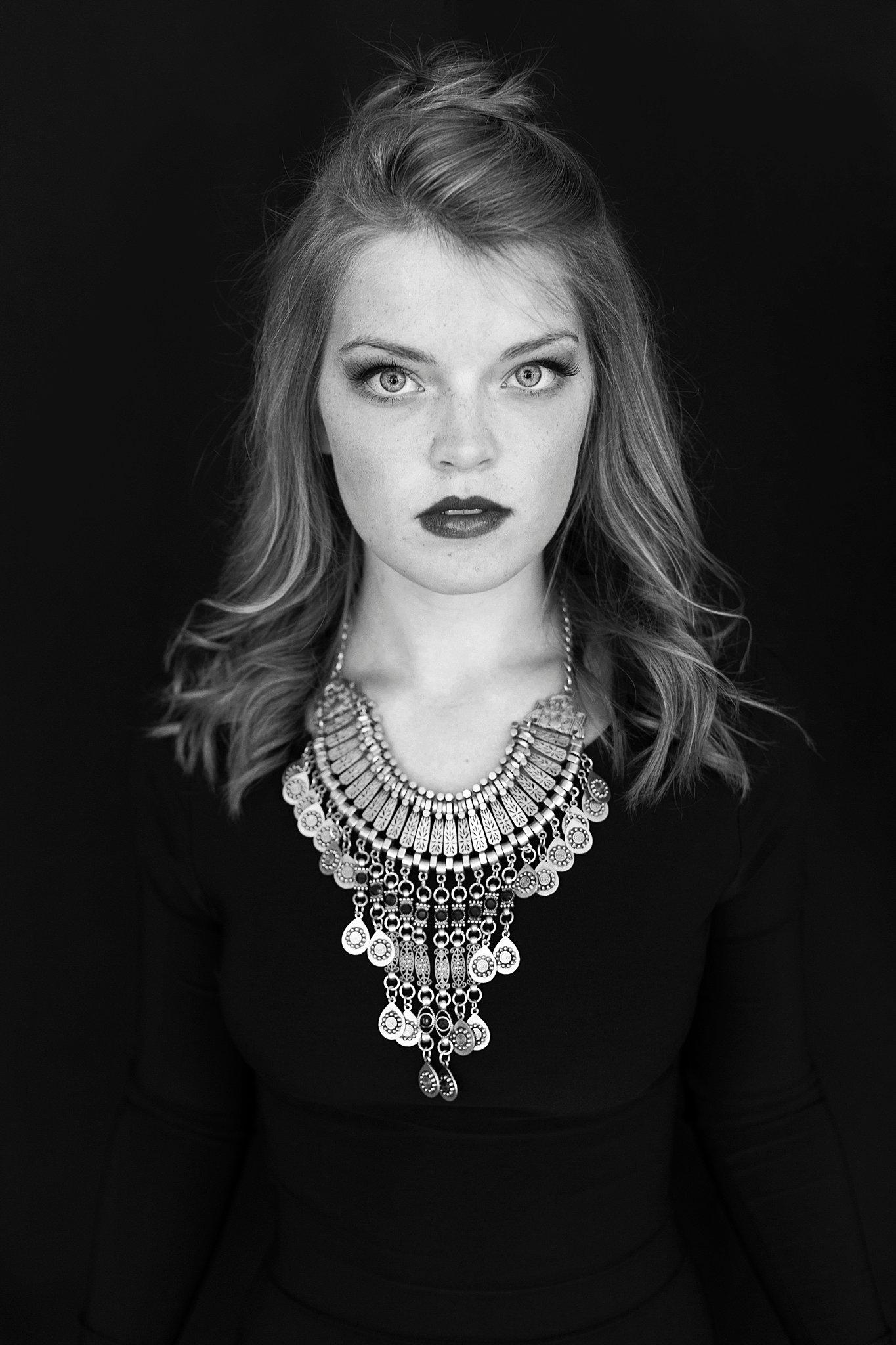 Amber Nicole Portrait_0257.jpg