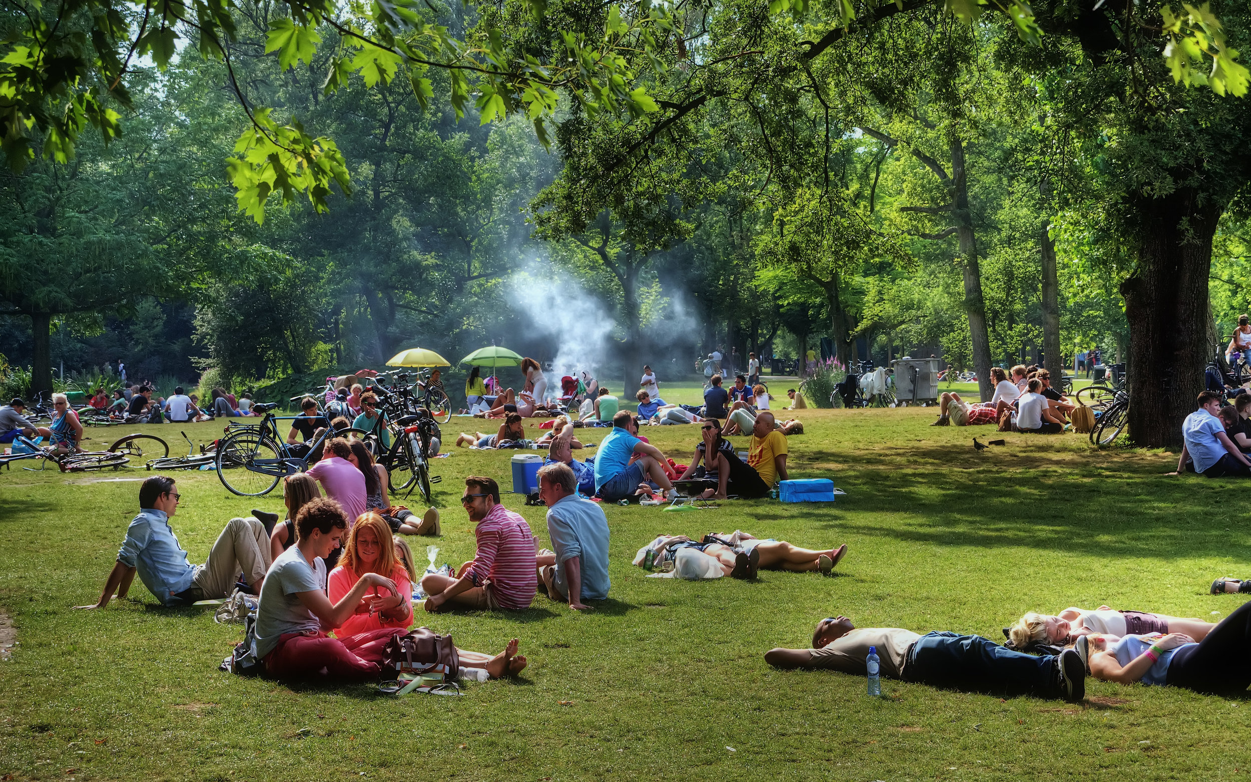 Chilling in the Vondel park is one of the most relaxing things to do in Amsterdam in the summer.