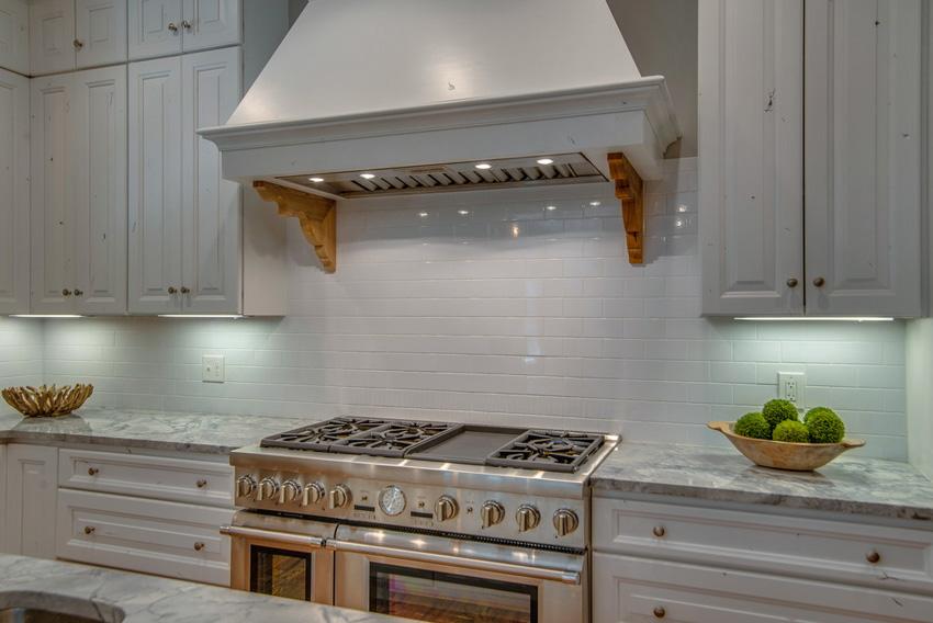 custom-built-kitchens-nashville-tennessee-high-end-development-chandelier-development-beautiful-kitchens-natural-light-thermador-appliances-reclaimed-wood-brick16.jpg