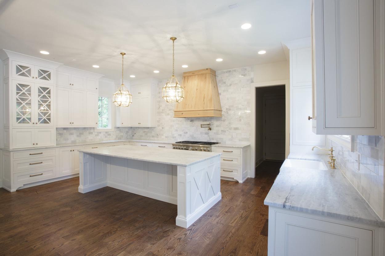 chandelier-development-custom-built-home-nashville-tennessee-belle-meade-architecture-hardwood-floors-open-living-natural-light-custom-details-tennessee-real-estate-6.jpg