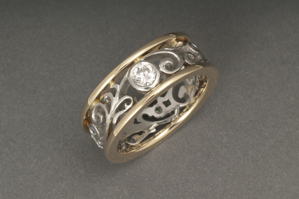 WEB Ladies Ring Diamond bezel with Platinum filligree 18kY rails 2014 Image 9554.jpg