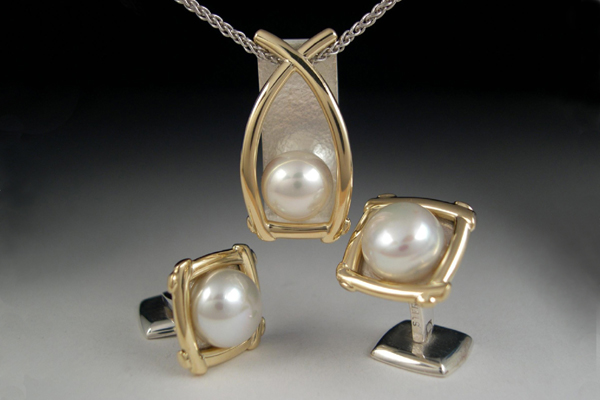 WEB-Pendant and cufflinks in 14 kt yellow gold and sterling silver-2005.jpg