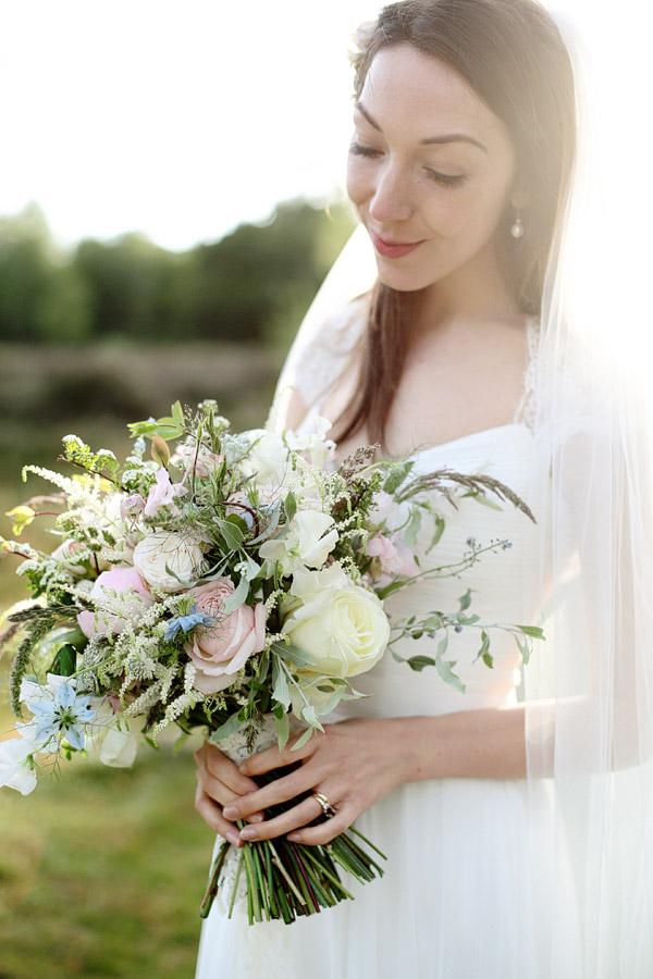 Surrey-wedding-photographer-country-flowers.jpg