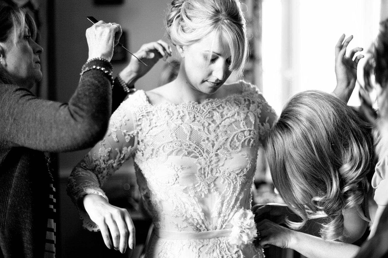bride getting ready chateau Lagorce.jpg