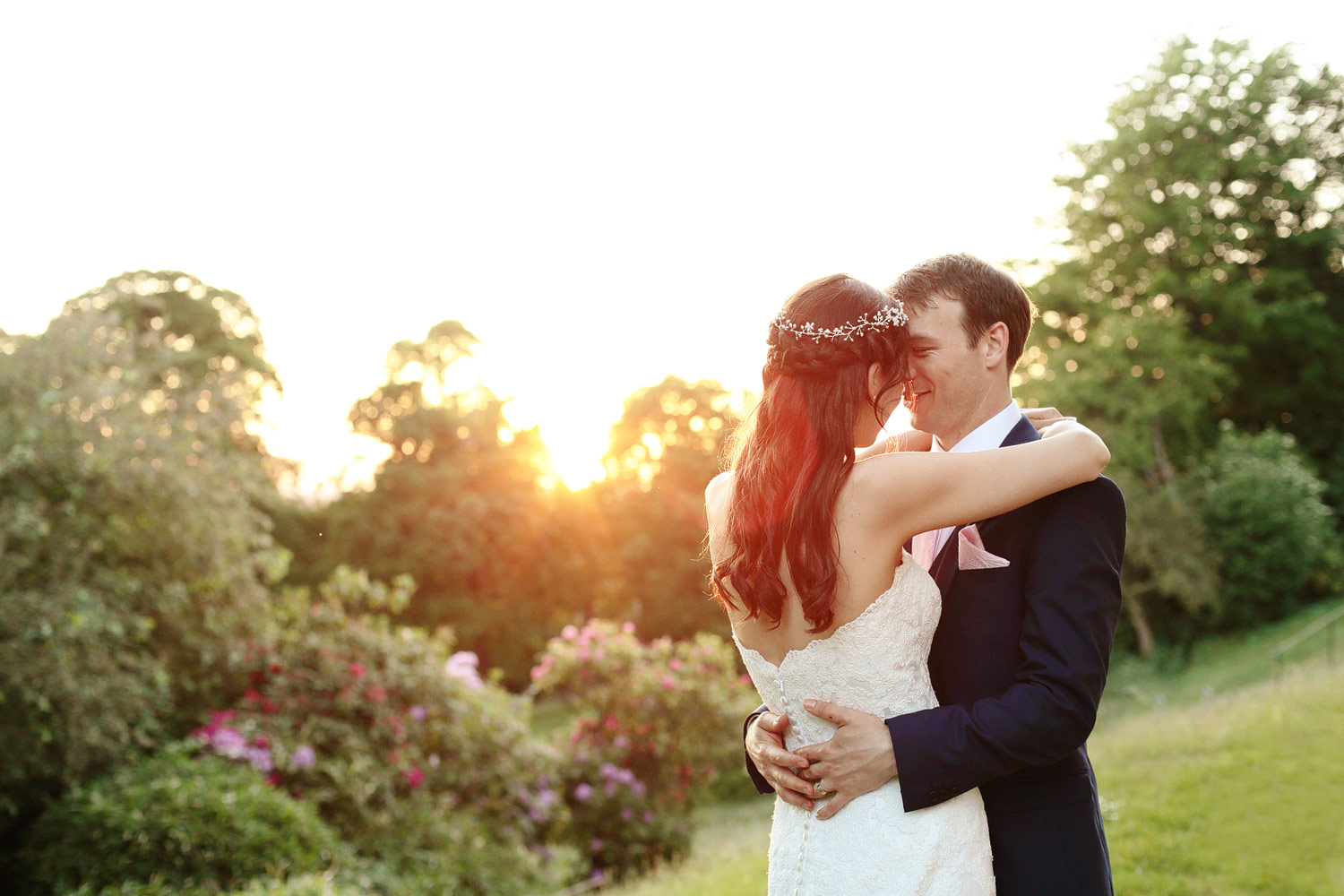 Sunset bride and groom photo at Pembroke Lodge in Richmond