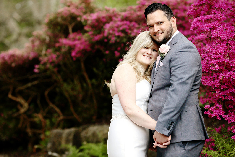bride and groom romantic photo Hever Castle
