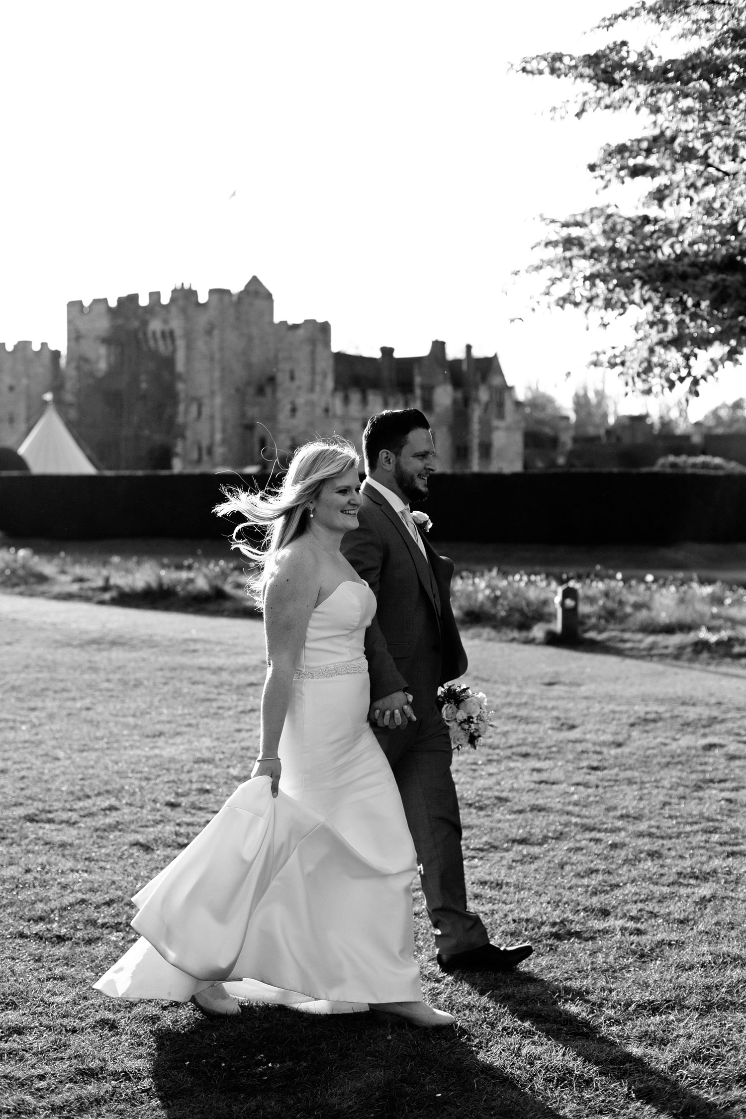bride and groom at Hever Castle and gardens
