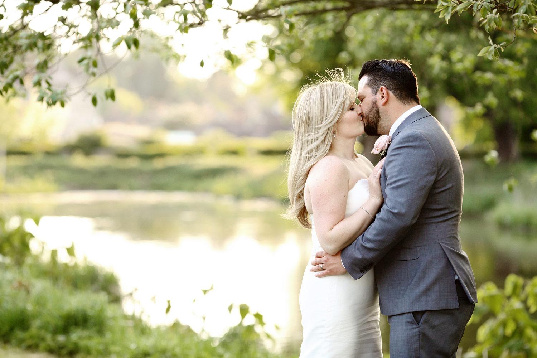 romantic wedding photo at Hever Castle