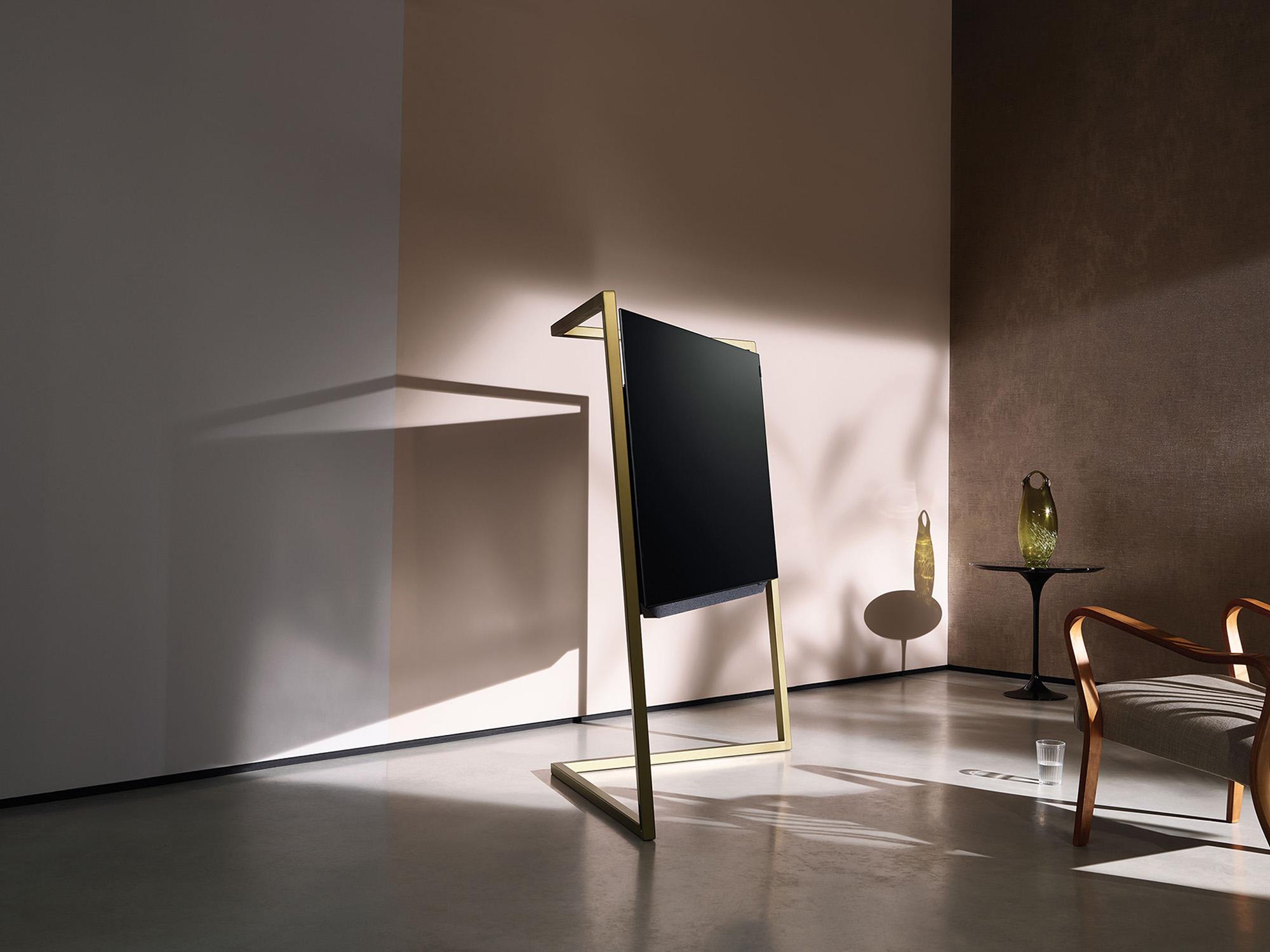 Bild_55-floorstand-Graphite_0015_Gold_rgb_150dpi-Large-01.jpg