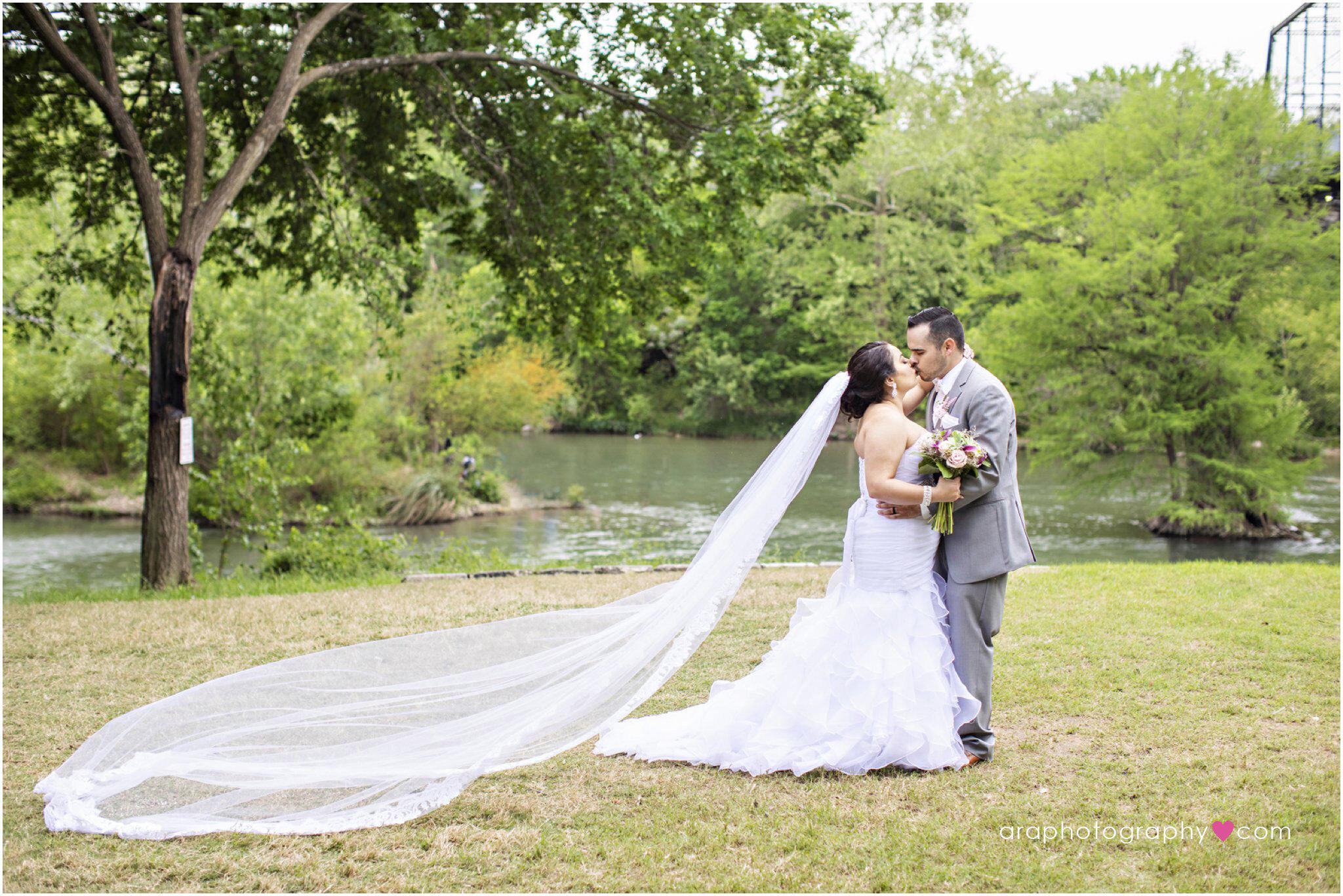 New_Braunsfels_Wedding_23.jpg