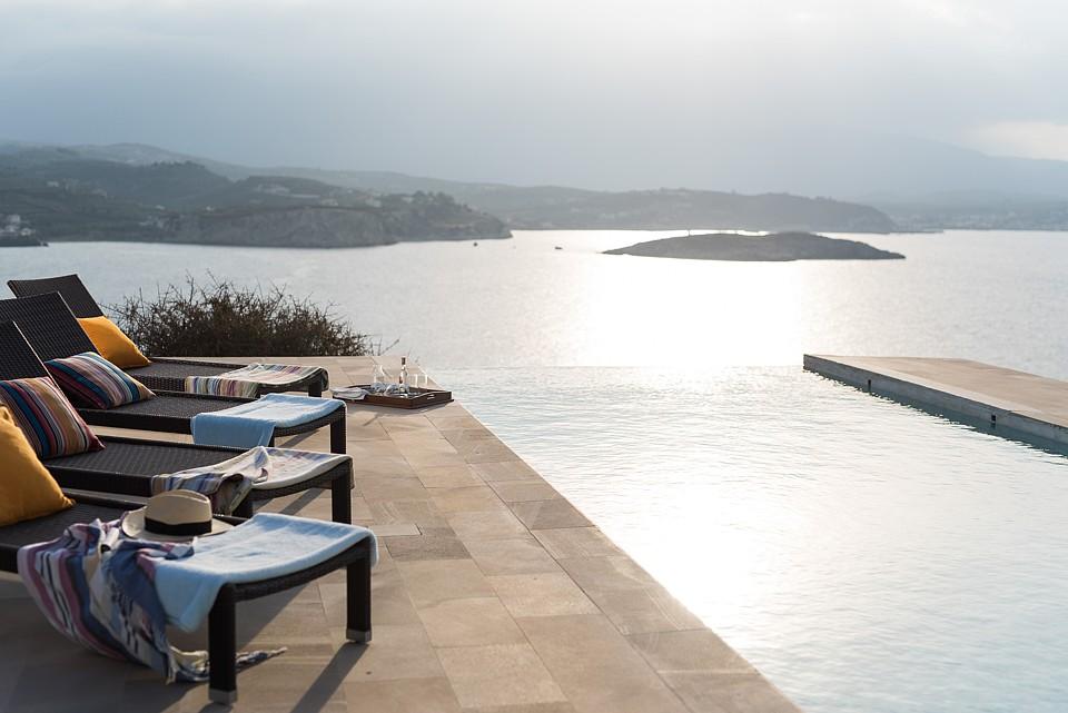 Vi våknet hver dag til denne utsikten i Villa Peninsula på Kreta.
