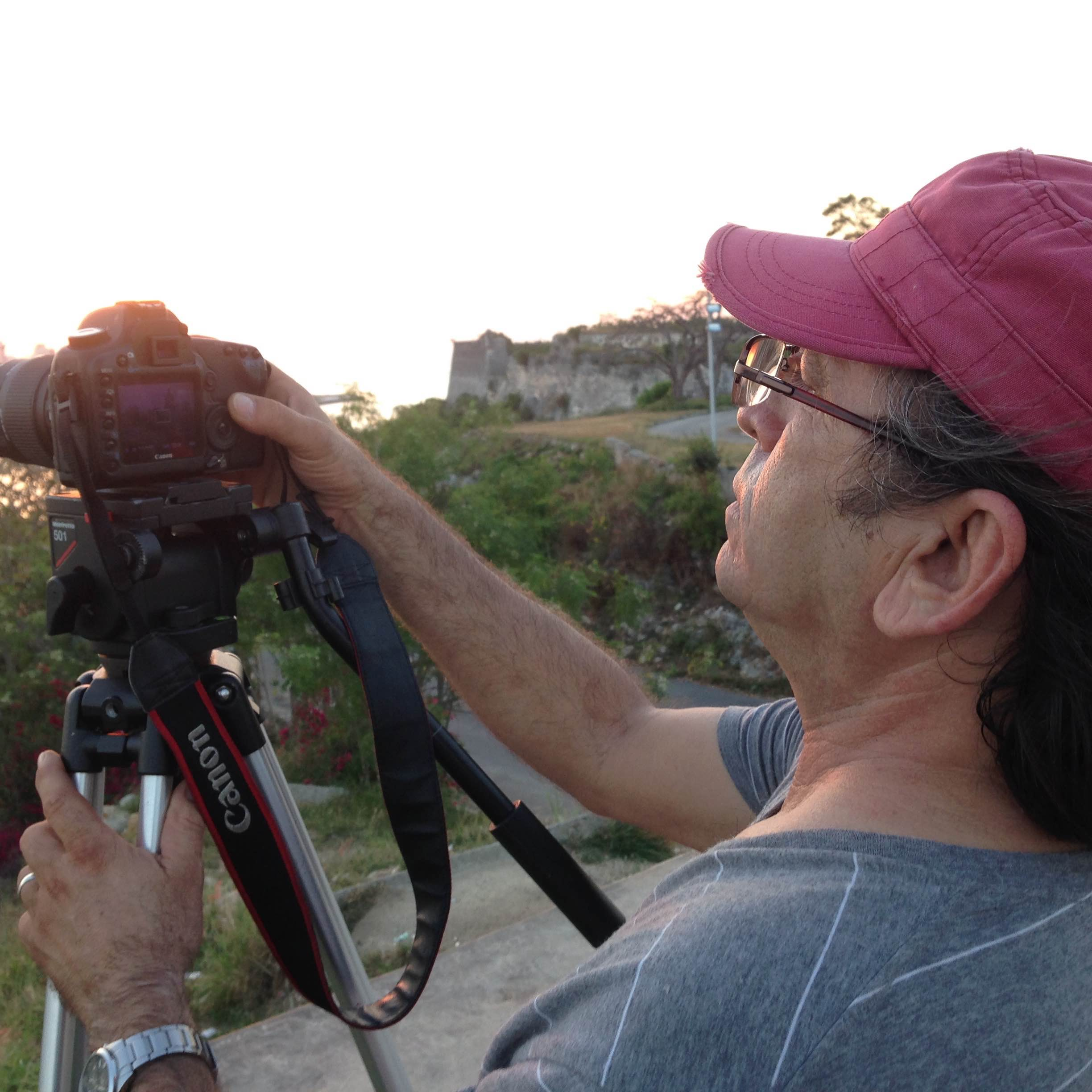Rafael Solis at work documenting photographer Ivan Soca.