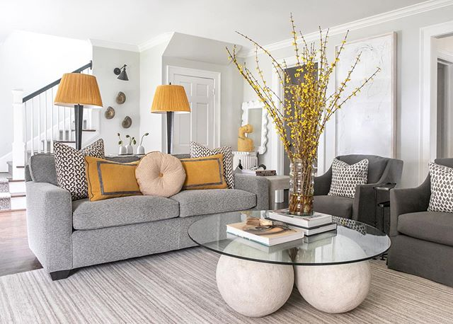 One last look for good measure ✨ // thank you @mlinteriorsatl for putting a spotlight on our favorite shade of yellow....ochre, we adore you❕ • • • • • • #klightinteriors #mlinteriors #ochreinteriors #livingroom #livingroominspo #inspiredinteriors #interiordesign #interiordesigner #ochre