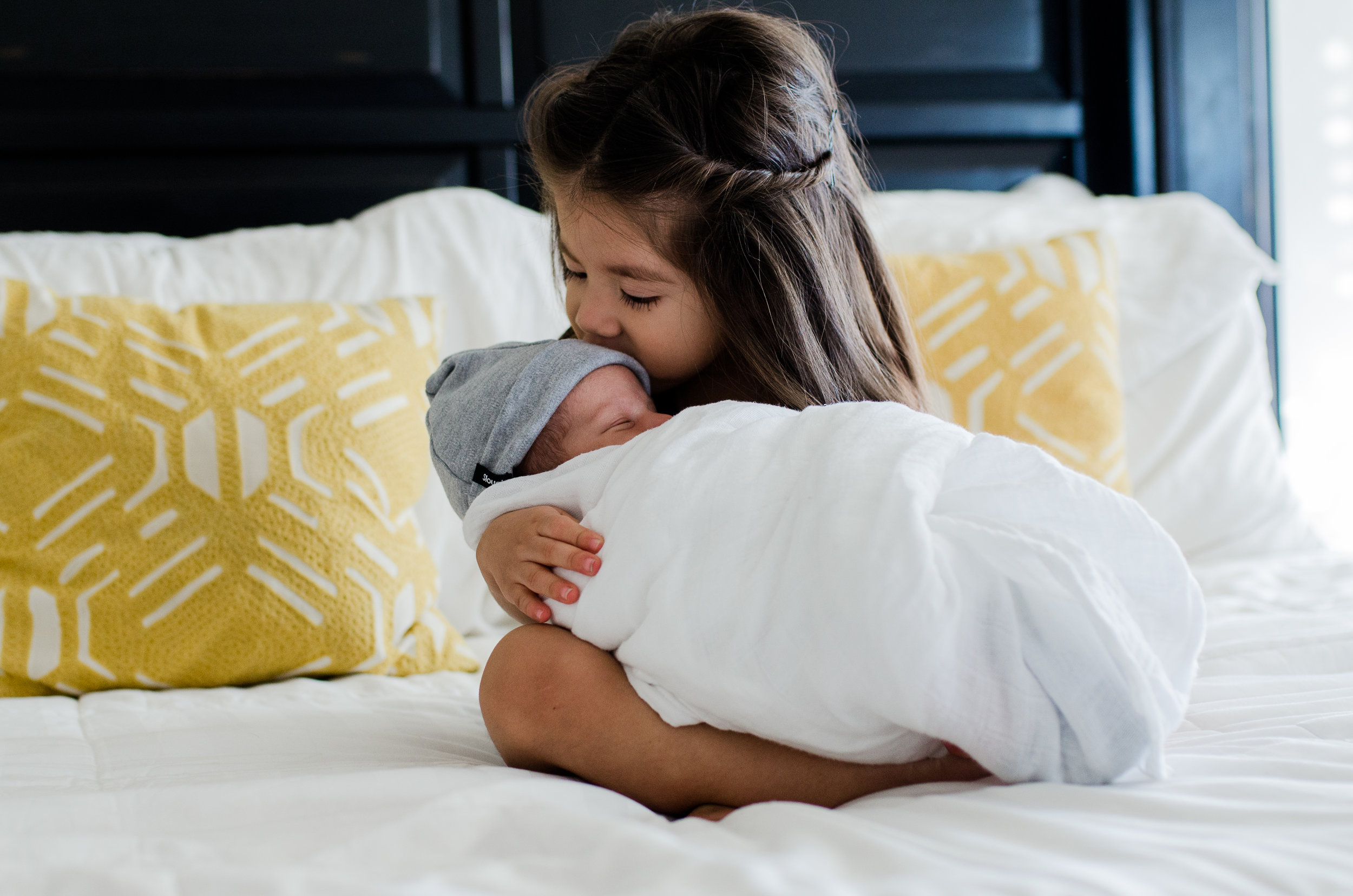 Scottsdale, AZ In-home Lifestyle Newborn Session - Light & Airy Photographer