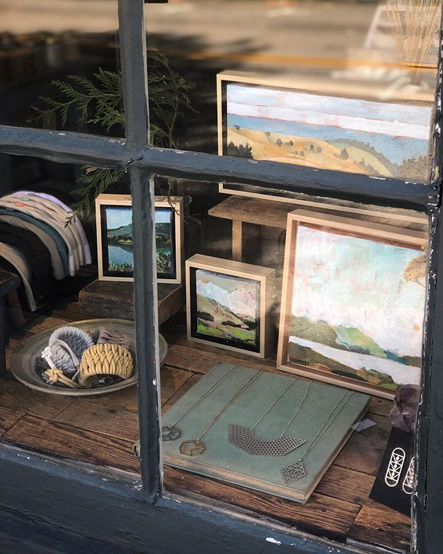 Fun little window detail to brighten your Thursday, it's definitely brightening the shop! Featuring rockstar women artists @lianasteinmetzfineart, @mollymdesigns, and @zelmarose. #trouvestudio #localart #fairfaxca #marinstagram #bayareaart #supportlocal #supportwomenartists