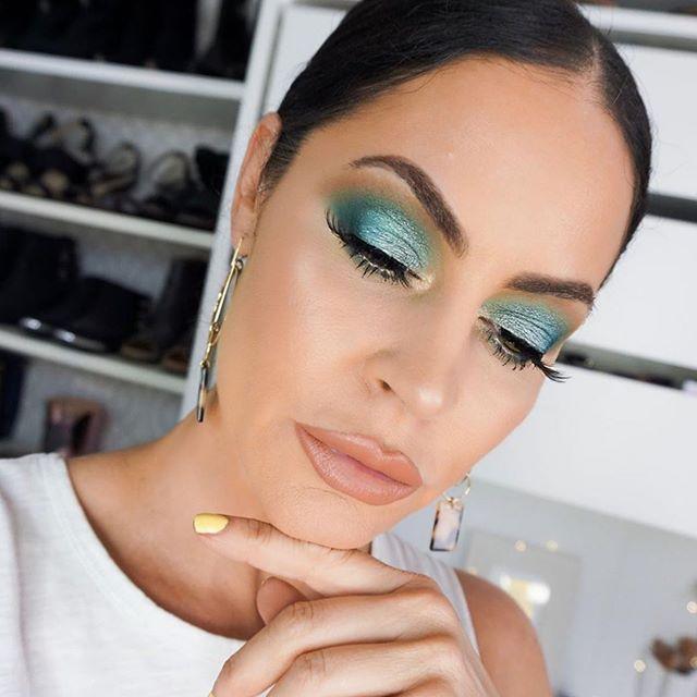 Single pair Tiffany lashes on @glamlatte 💕💕 . . ________________________________ #mua #motn #makeup #makeupaddict #makeupjunkie #makeupartist #makeupdolls #glam #eyebrows #lipstick #love #instagood #insta #lashes #anastasiabeverlyhills #beautyblogger #beauty #motd #makeupforever #makeuplover #falselashes #instabeauty #instamakeup #picoftheday #hudabeauty #vegas_nay #lashaddict #iphone #iphonephoto #iphonephotography