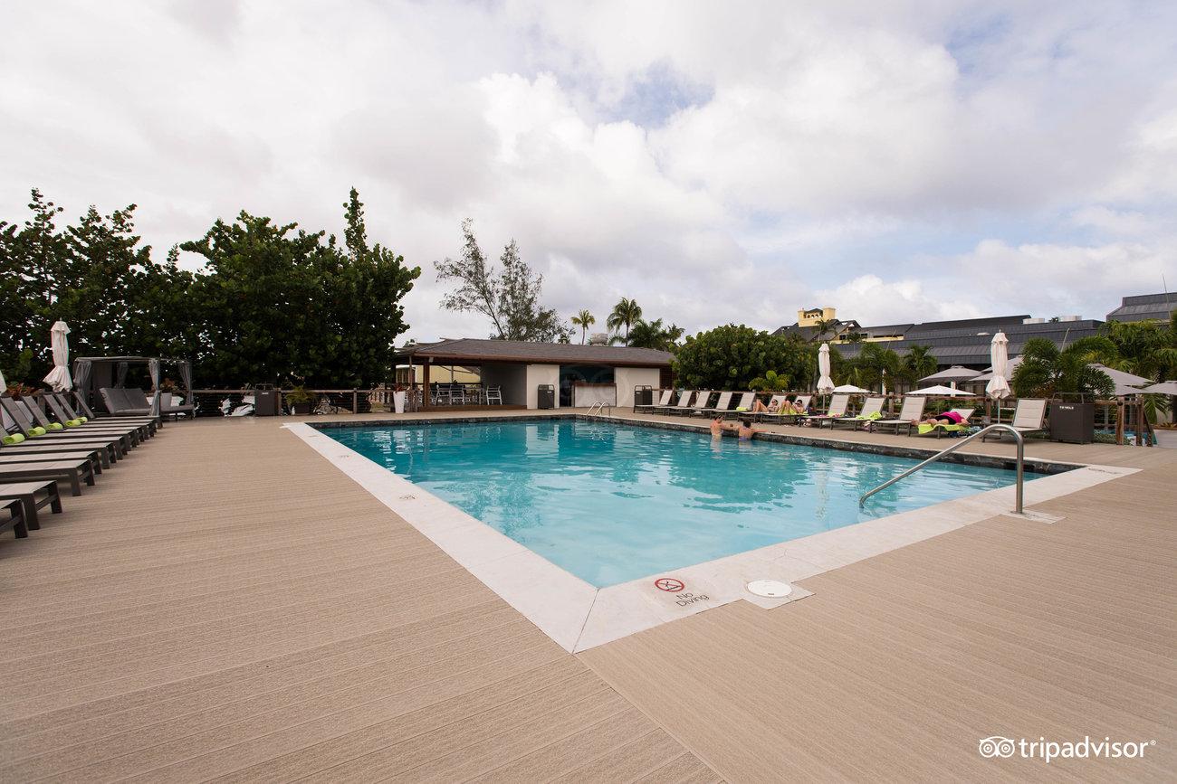 splash-pool--v12738332.jpg
