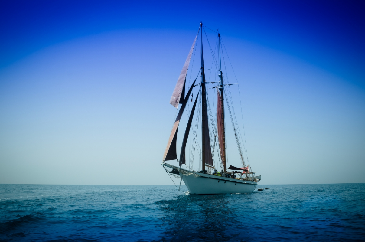 Dallinghoo under sail.jpg