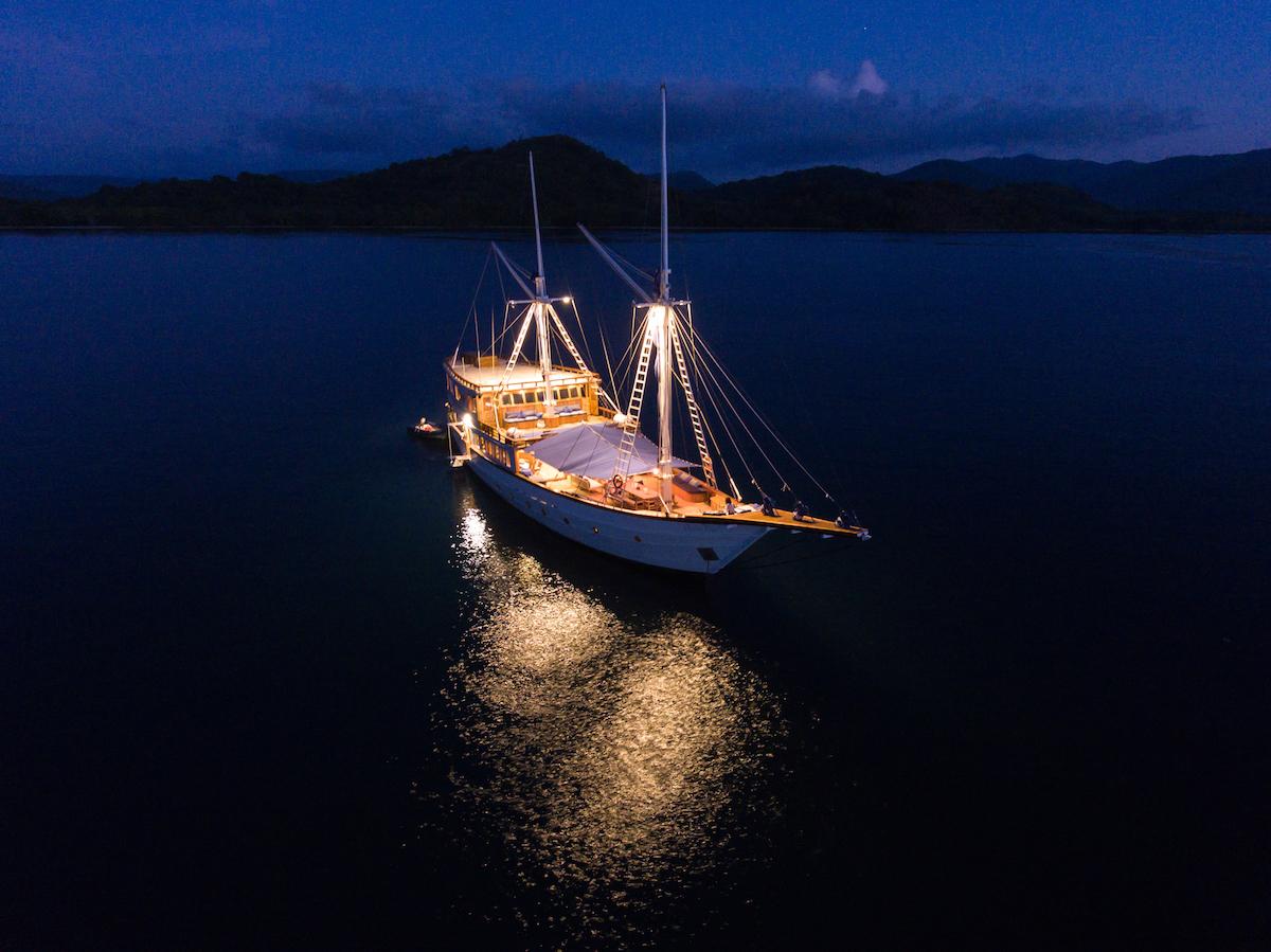 UIY_Ocean-Pure_f8-night-light.jpg