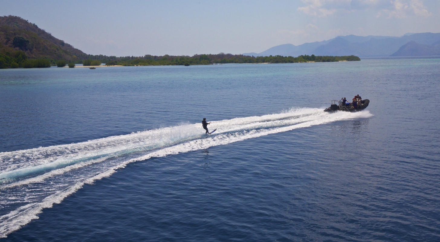Waterskiing 3.jpg