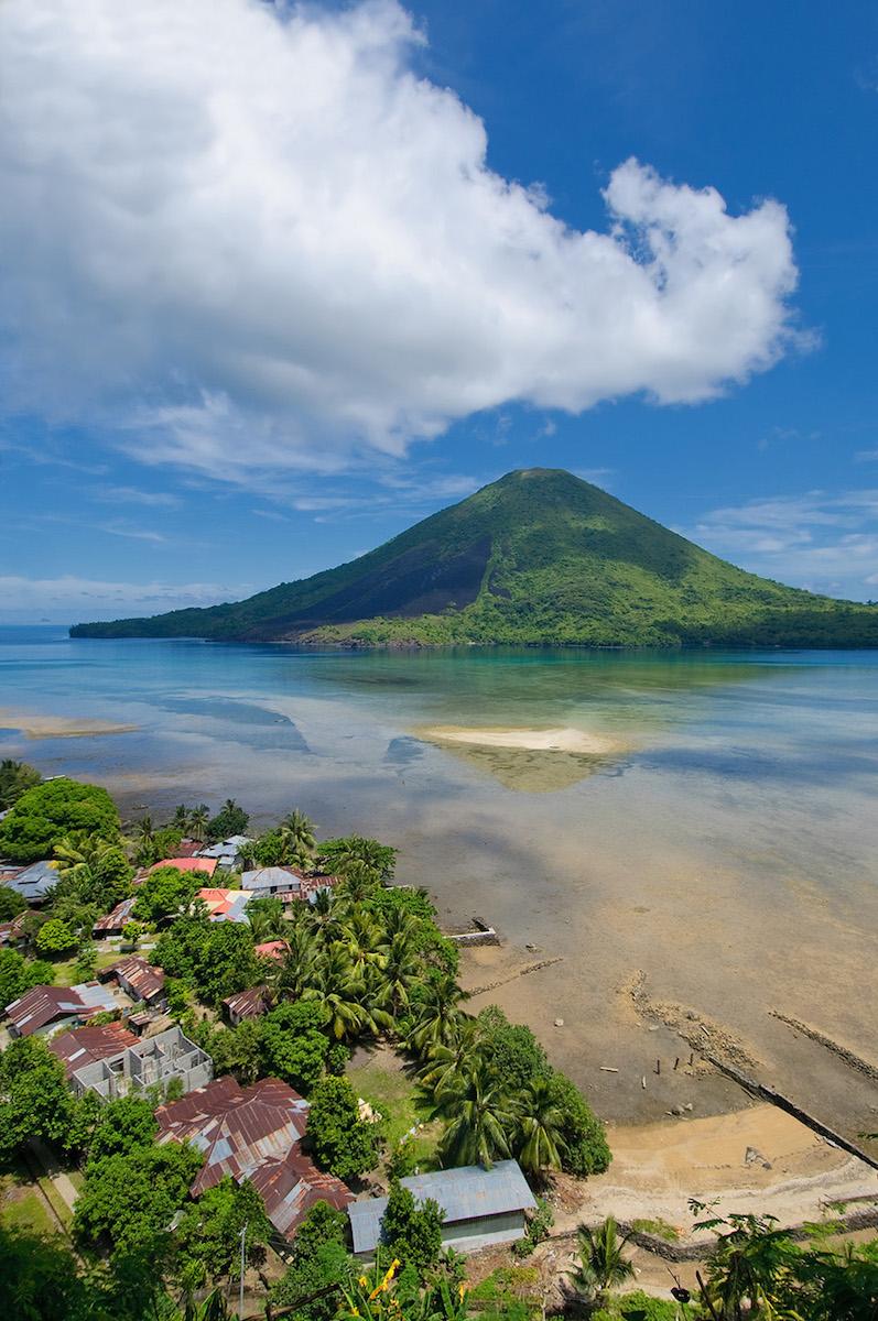 banda-islands-gunung-api-volcano.jpg
