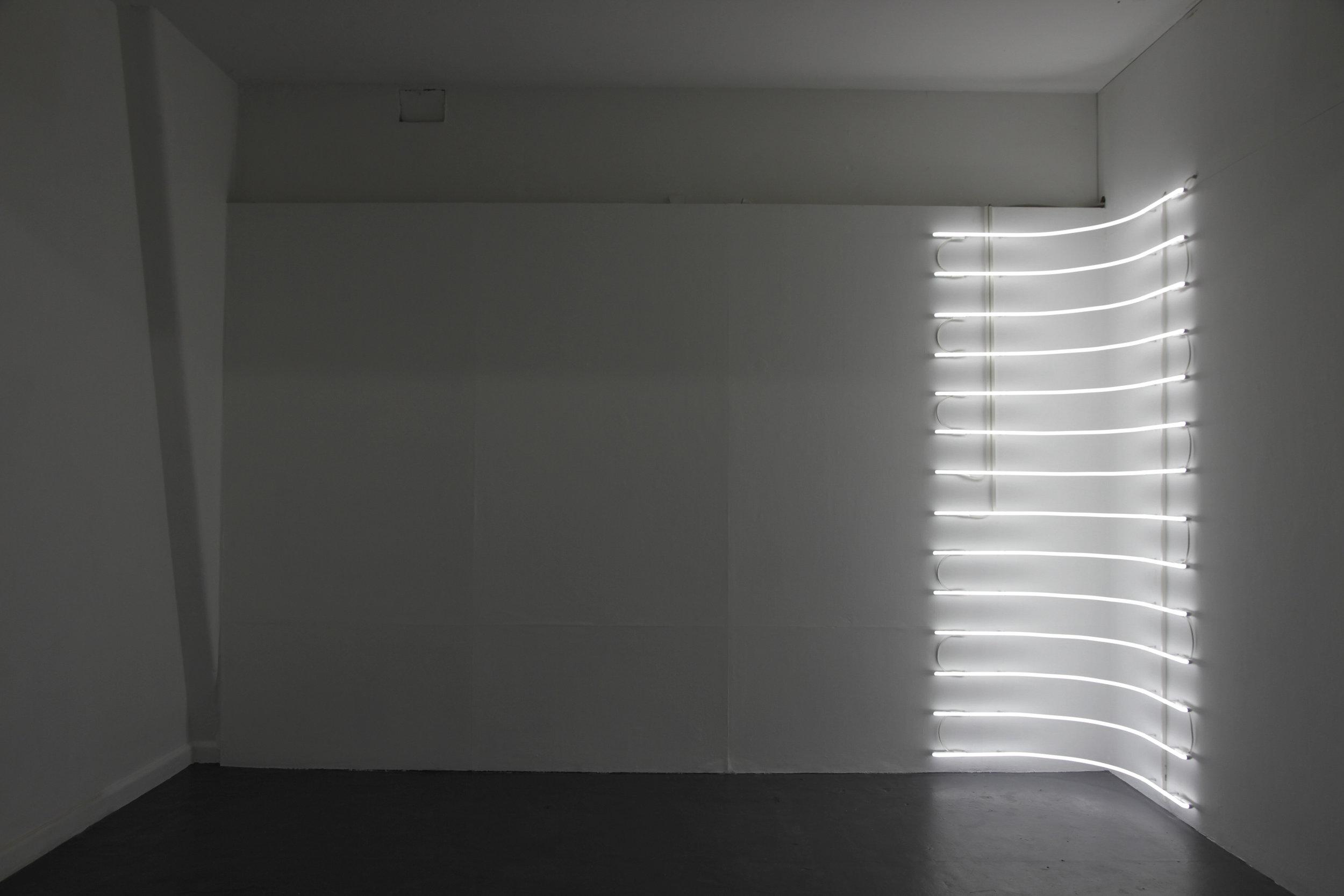 MEAGAN STREADER  Shift (corner)  . 2018 site specific neon light installation . 270 x 88 x 88 cm