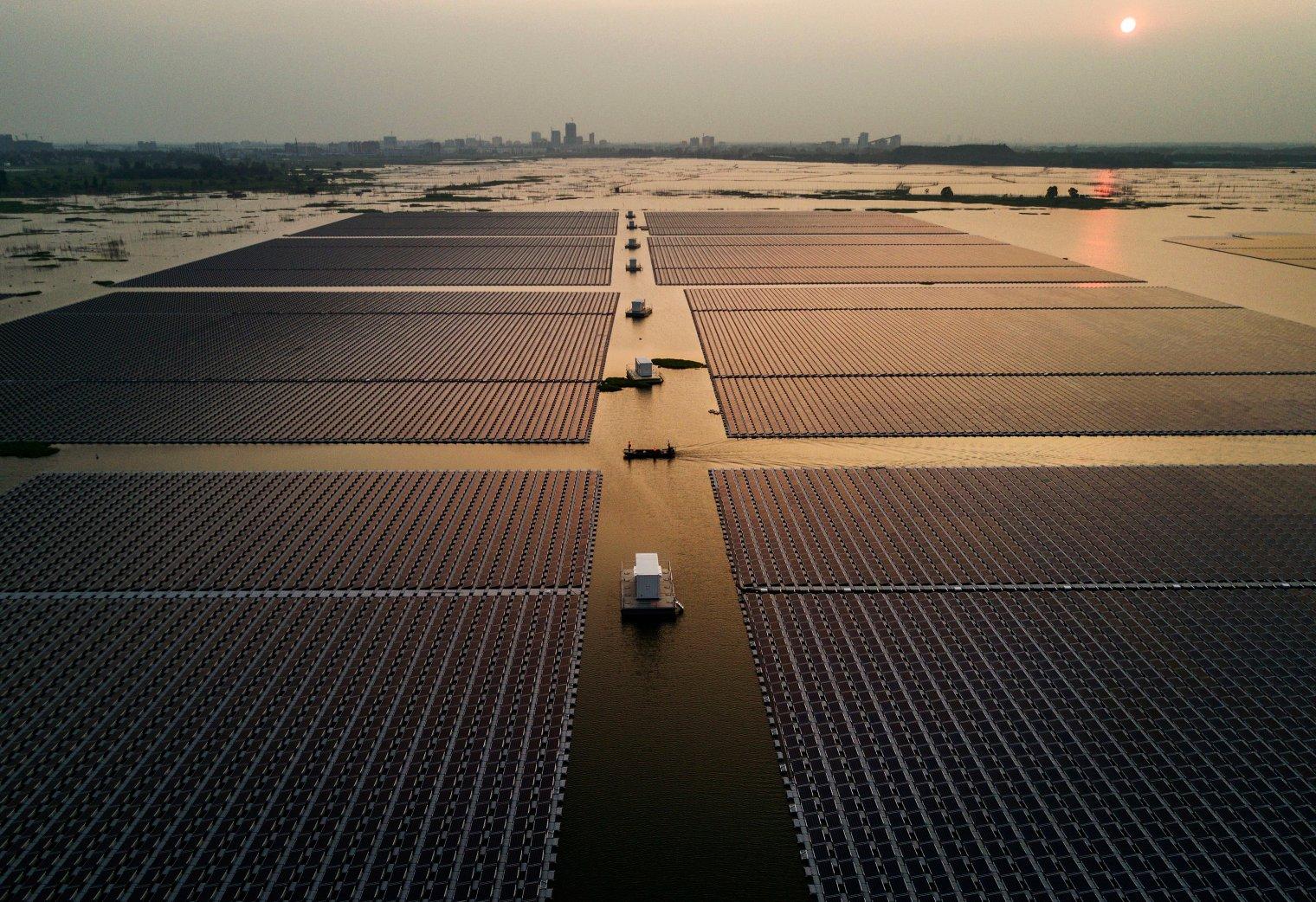 kevin-frayer-china-floating-solar-field-1.jpg