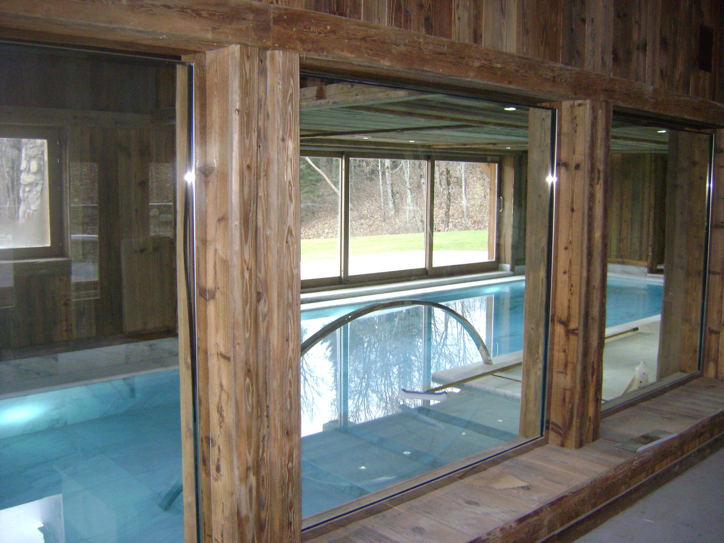Habillage vieux bois Espace piscine.JPG