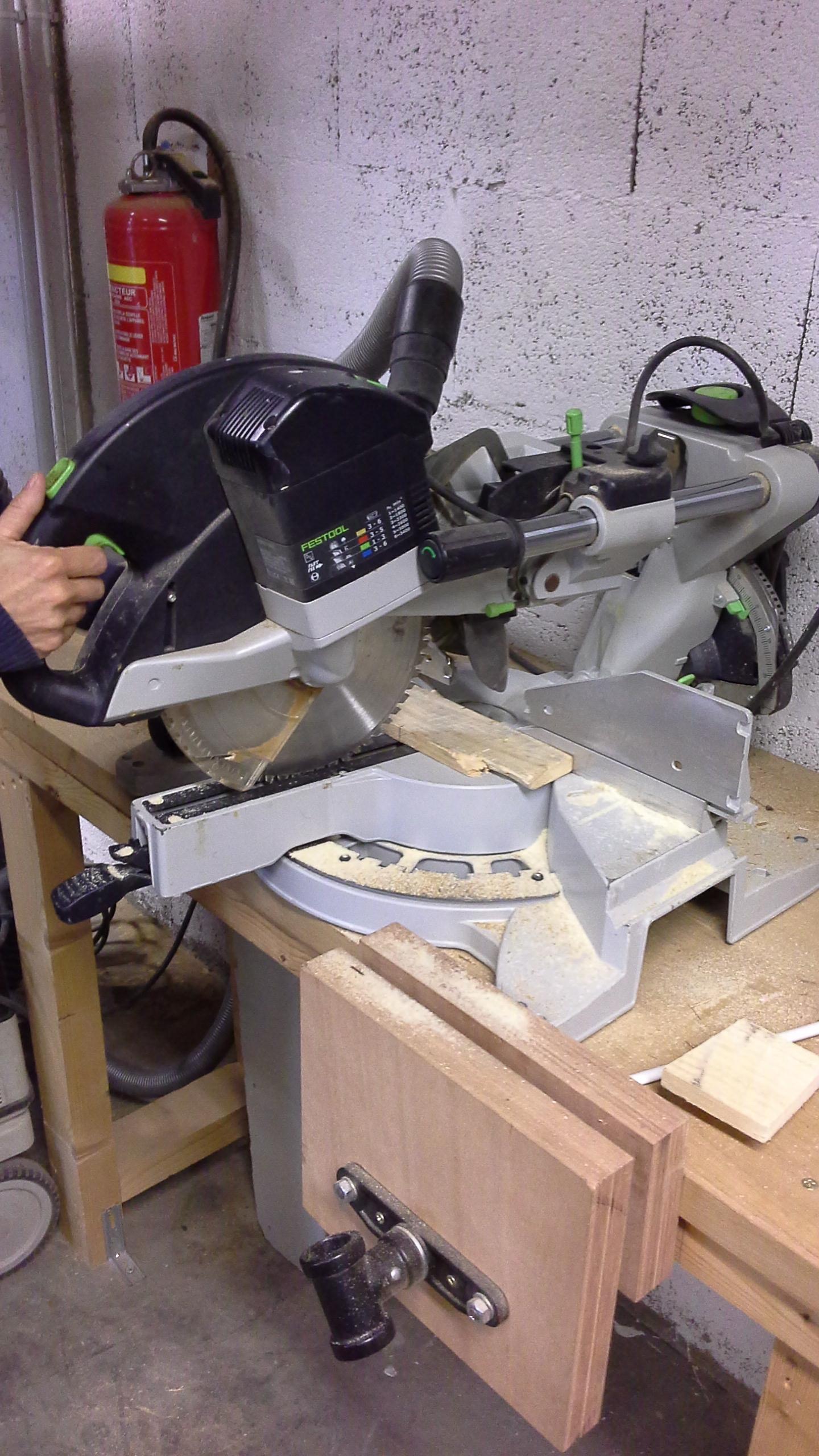 Les coupes sont réalisées à la scie à onglet.jpg