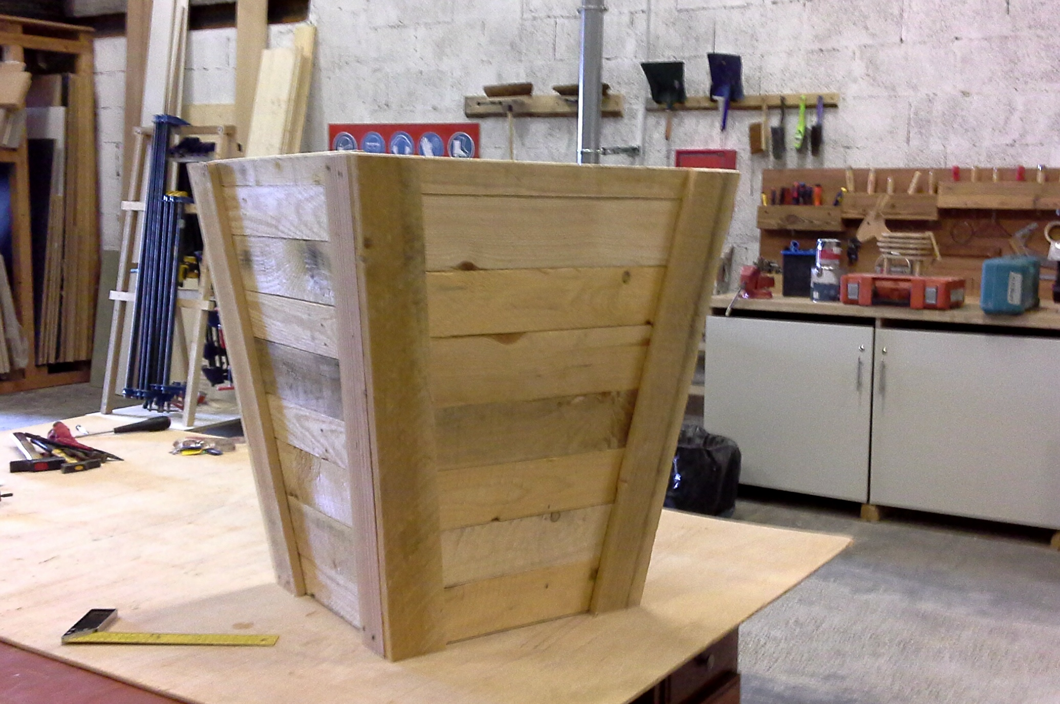 Petit modèle de cache-pot fabriqué dans mon atelier partagé.JPG