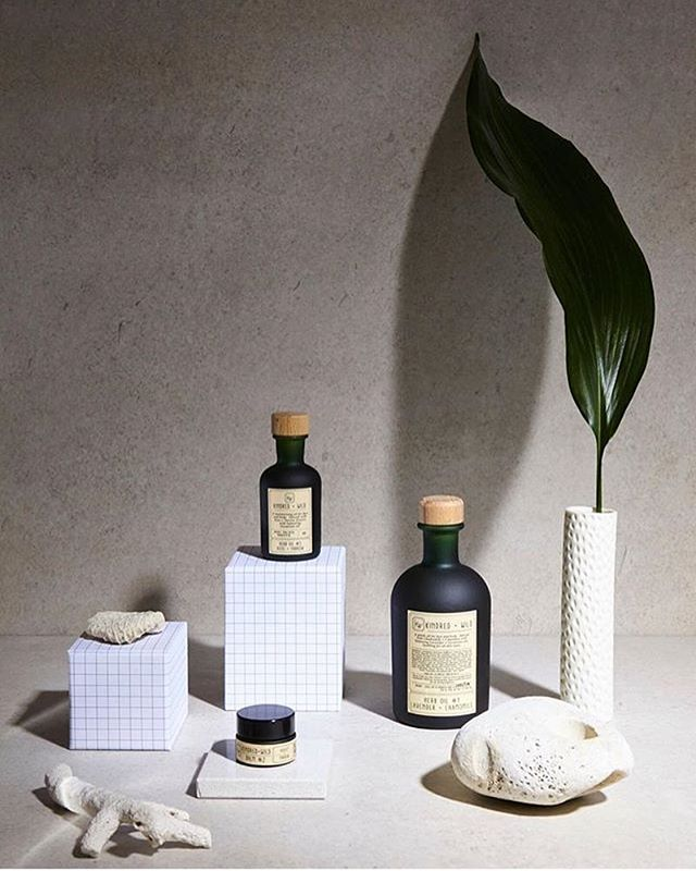 🌱One of my favourite shots from the natural skincare shoot Nina and I did for the mag! 🌱  I absolutely love shooting beauty products so get in touch if you would like to chat about product photography for your range!  #productphotography #productphotographer #naturalskincare #organic #organicbeauty #homemadebeauty #setdesign #setstylist #beautyproducts