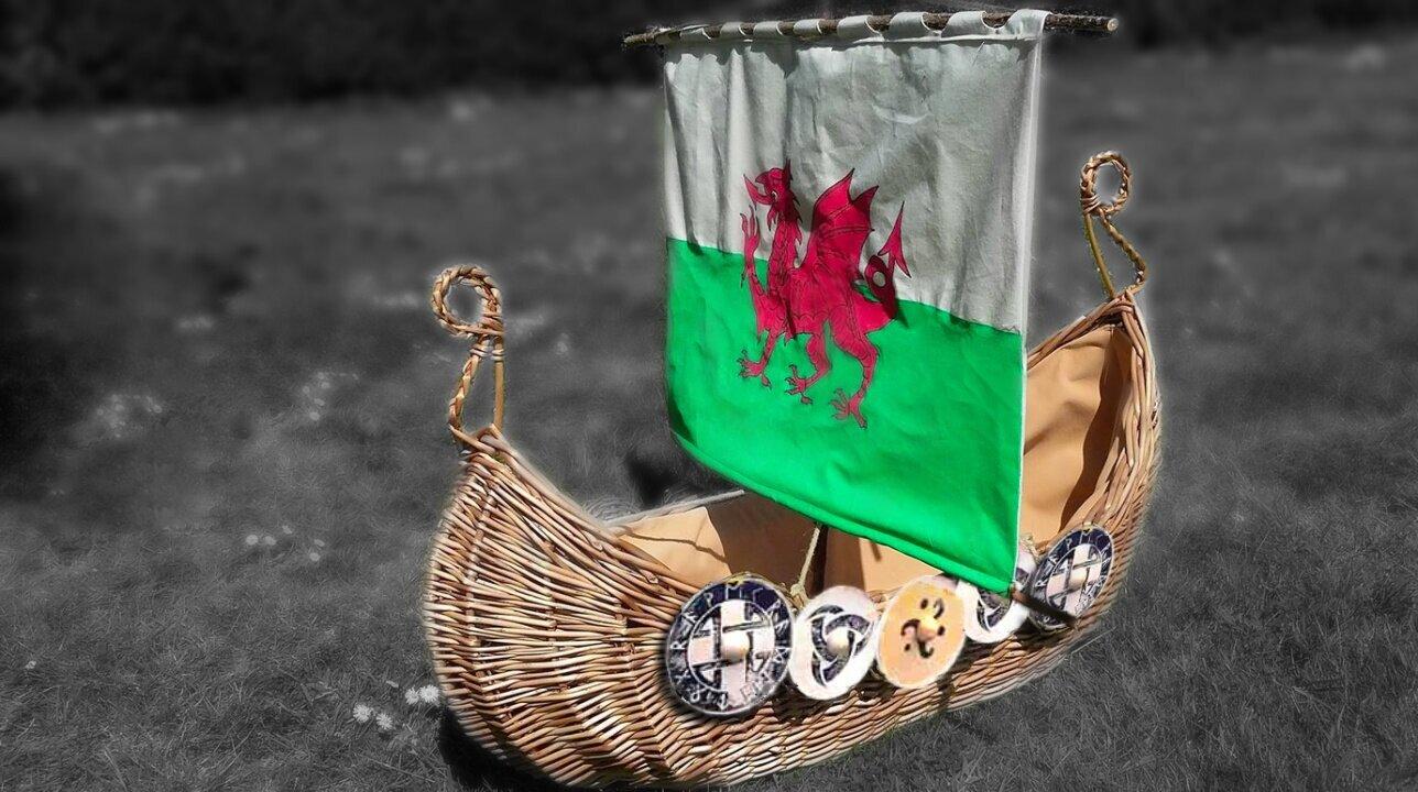 viking+ship+casket+with+wooden+shields.jpg