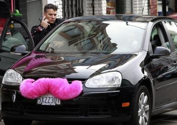 General Motors plans to help Lyft crush Uber, its largest competitor. Image via ooyuz.com.