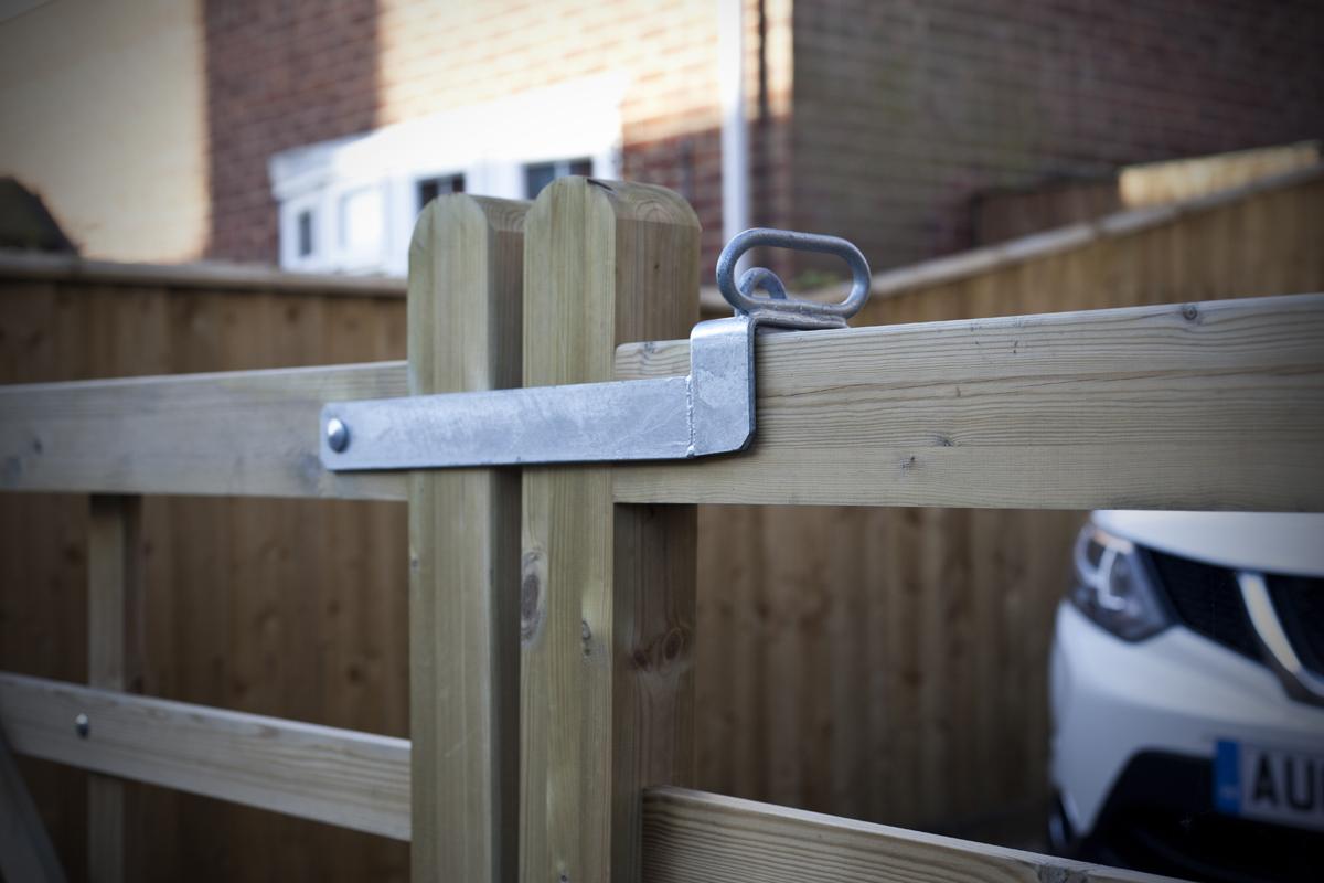 gates-and-fencing-around-a-West-Norfolk-farmhouse1.jpg