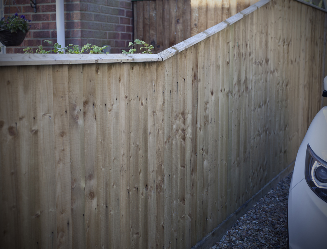 gates-and-fencing-around-a-West-Norfolk-farmhouse2.jpg