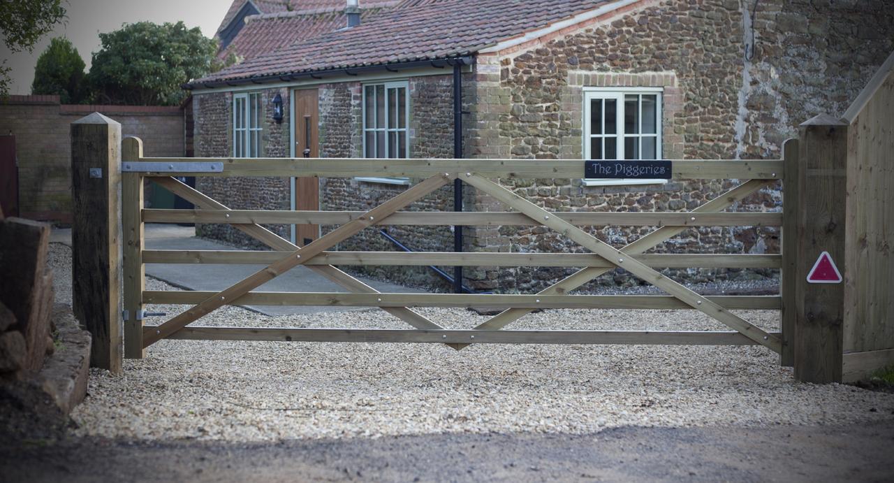 gates-and-fencing-around-a-West-Norfolk-farmhouse5.jpg
