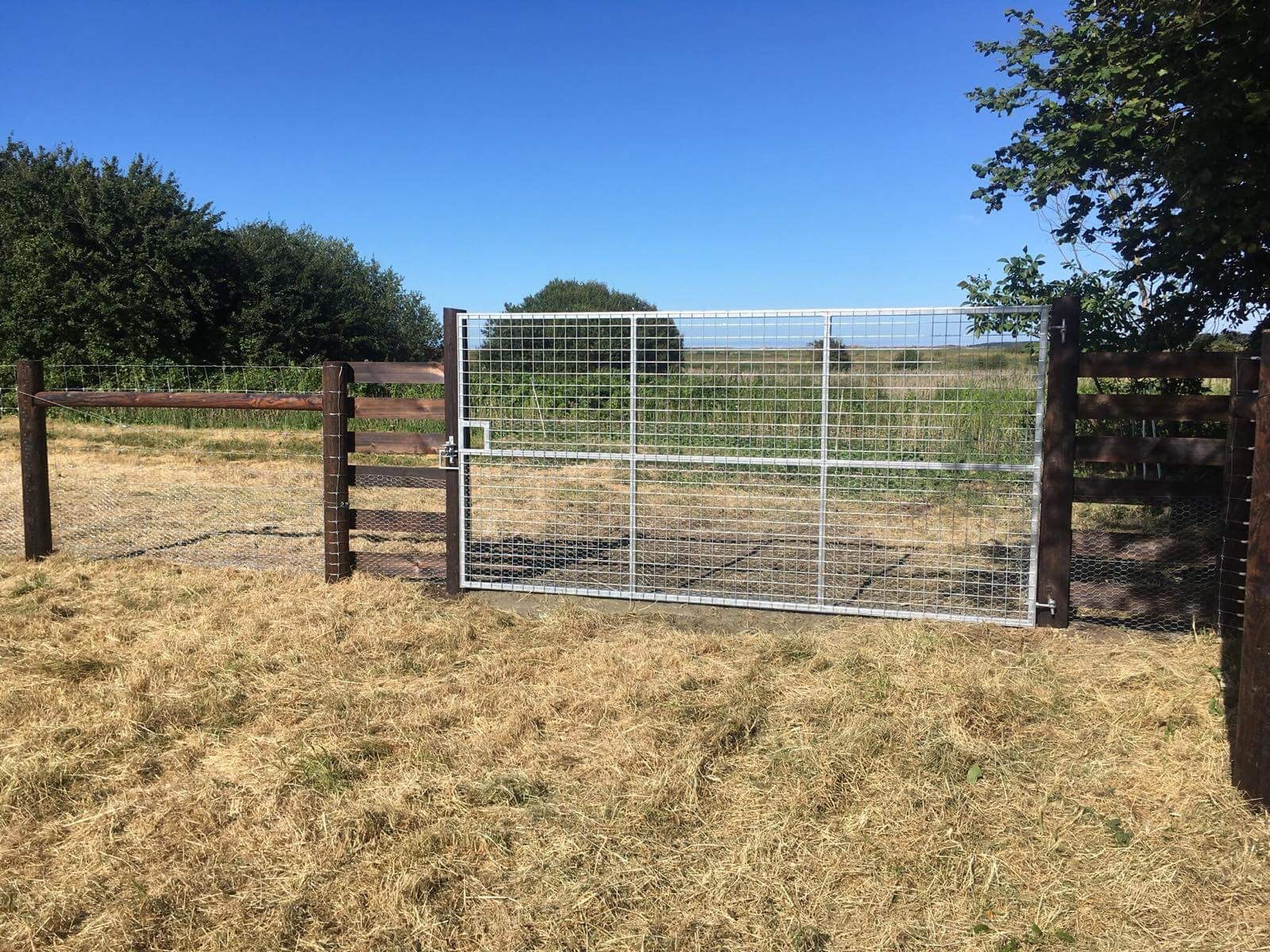 Hand-crafted metal gates